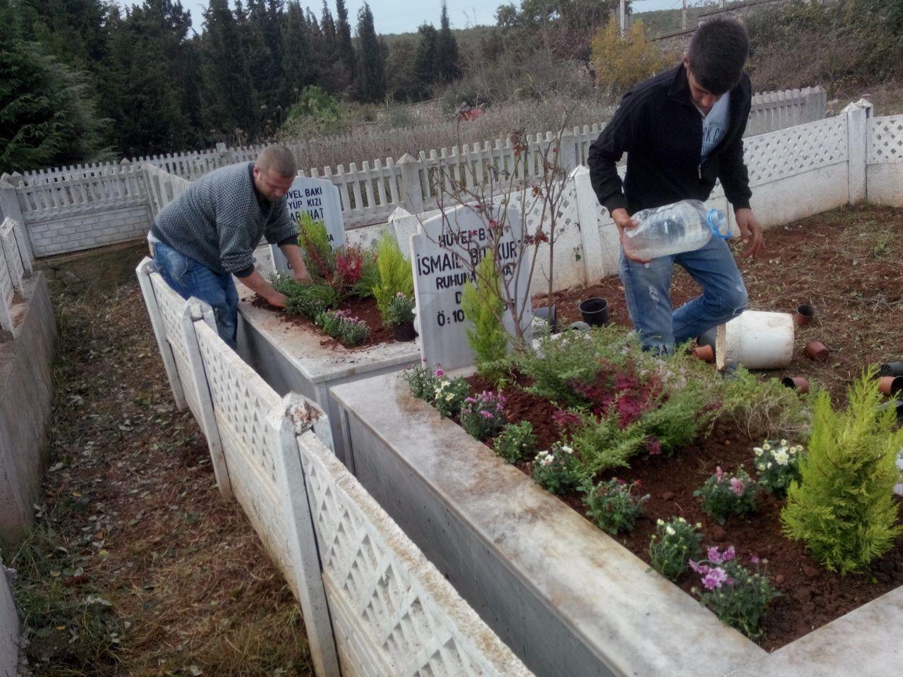 Photo of Kocaeli mezarlara Çiçek ekimi :0262 606 0767